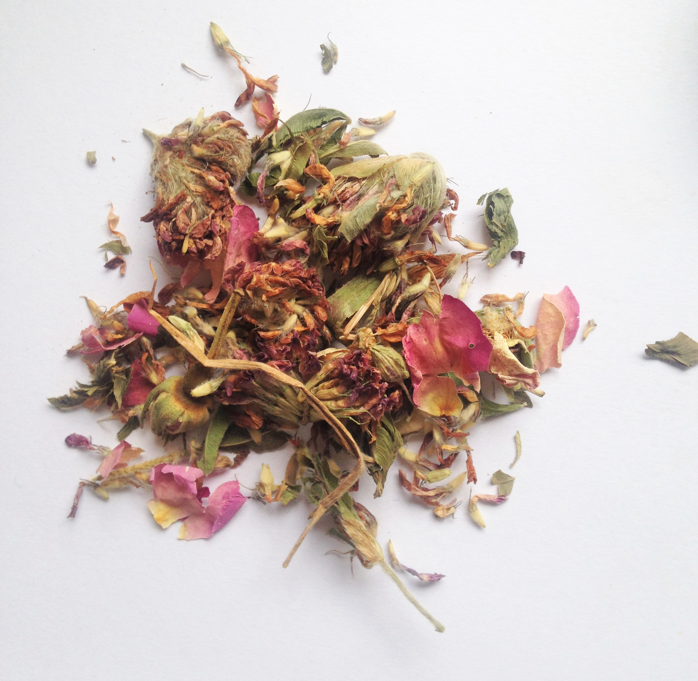 A Bed Of Clouds Rose Tea Teagime Teatox Tea Subscription Box